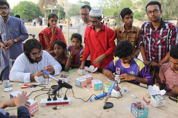 Onlookers gathered at stalls to view science in action. PHOTO: AYESHA MIR/EXPRESS
