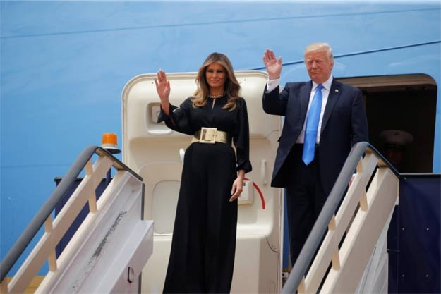 Donald Trump and Melania Trump wave as they arrive in Riyadh, Saudi Arabia, on May 20. PHOTO: REUTERS