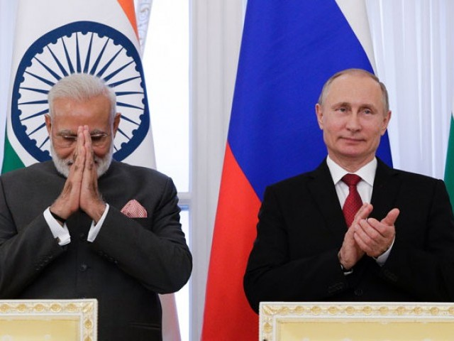 Russian President Vladimir Putin (R) and Indian Prime Minister Narendra Modi attend a signing ceremony following their meeting on the sidelines of the St Petersburg International Economic Forum (SPIEF) in Saint Petersburg on June 1, 2017. PHOTO: AFP