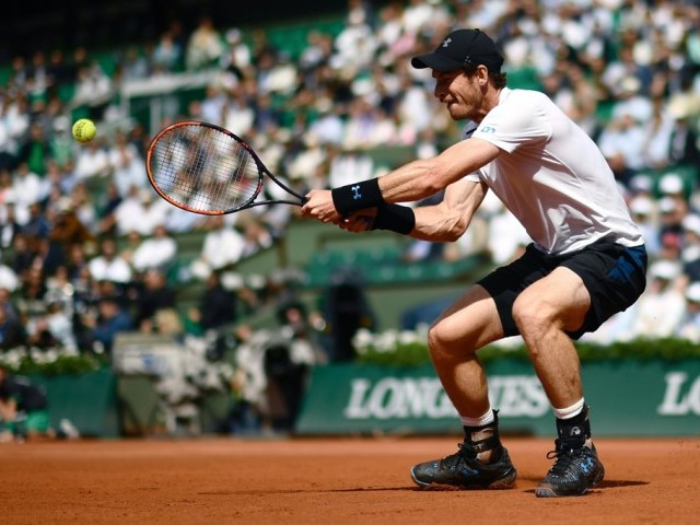 Classy Wawrinka outlasts Murray for French Open final spot