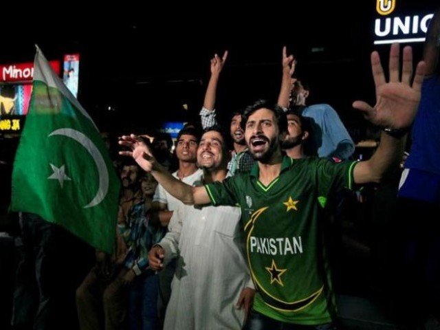 Pakistani cricket fans cheer as they watch on screen the Champions Trophy finals between India and Pakistan at London's The Oval, in Islamabad, Pakistan June 18, 2017. PHOTO: REUTERS