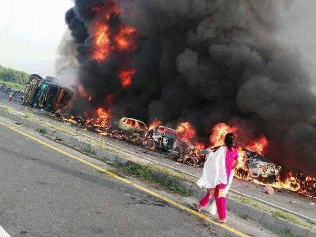 motorway police blamed for bahawalpur oil tanker tragedy