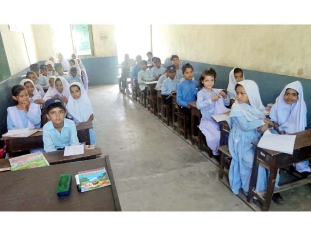Students take class in a school in Faisalabad. PHOTO: EXPRESS
