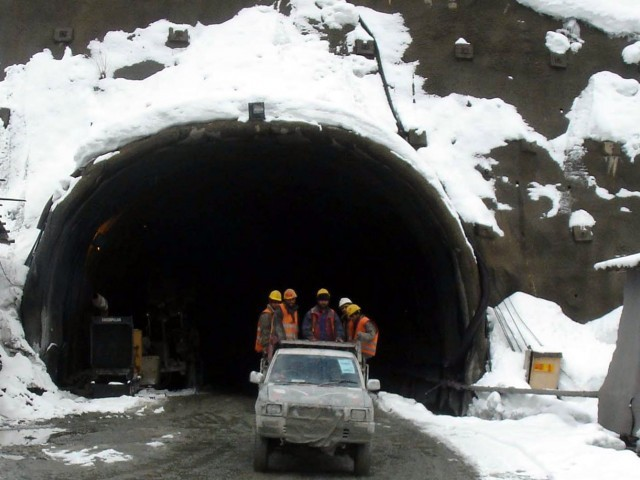 Newspaper: Sharif to inaugurate Lowari tunnel today