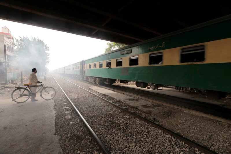 the-wider-image-karachi-rail-revival-faces-shanty-town-delay