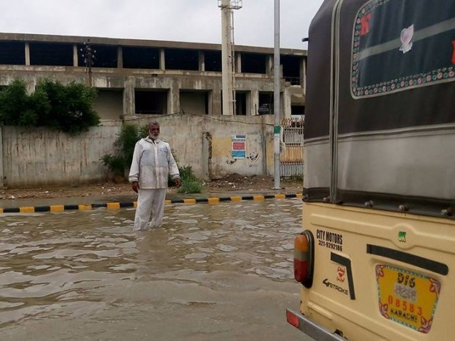 Roads are inundated due to heavy rain in Karachi. PHOTO: RAFAY MEHMOOD/EXPRESS