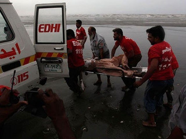 12 of family drown at Karachi beach