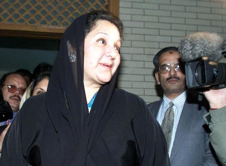 Kulsoom Nawaz wife of Nawaz Sharif leaves her Islamabad residence prior to departing the country