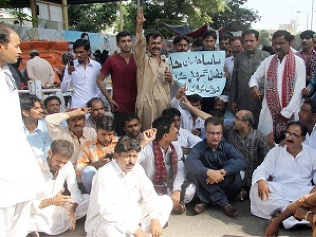Carrying banners and placards inscribed with slogans against the Sindh government, QAT workers said five girls have been murdered in the last week in the province. PHOTO: ONLINE