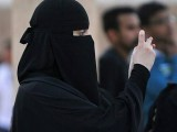 women-in-saudi-arabia-are-required-to-wear-long-black-abaya-robes-and-cover-their-hair-in-public-1500475460145-4
