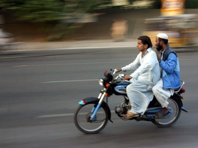 pillion-riding-karachi-photo-ppi-2-3-2-2