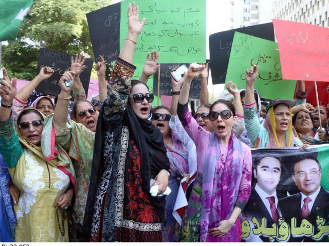 Benazir's daughters ask killer Musharraf to come, talk in courts