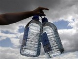 a-volunteer-gives-out-bottles-of-drinking-water-central-england-2-2-2