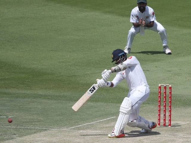 Dimuth Karunaratne bolsters Sri Lanka on day one against Pakistan