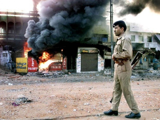 2002 train fire: Indian court commutes death sentence