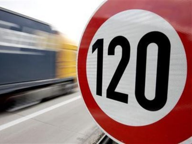 A truck passes a 120 km/h (75 mph) speed limit sign on the A27 Autobahn near the northern German city of Bremen April, 10 2008. PHOTO: REUTERS