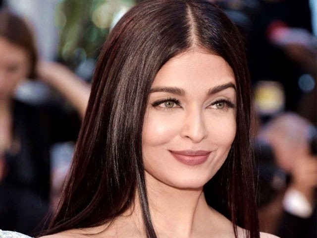 https://c.tribune.com.pk/2017/10/1545945-aish-1509440399-562-640x480.jpg