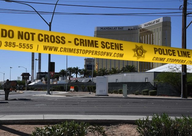Las Vegas gunman shot security guard before massacre