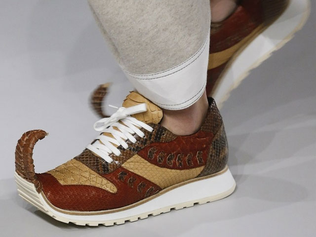 Pointy-toe sneakers at Loewe Spring 2018
