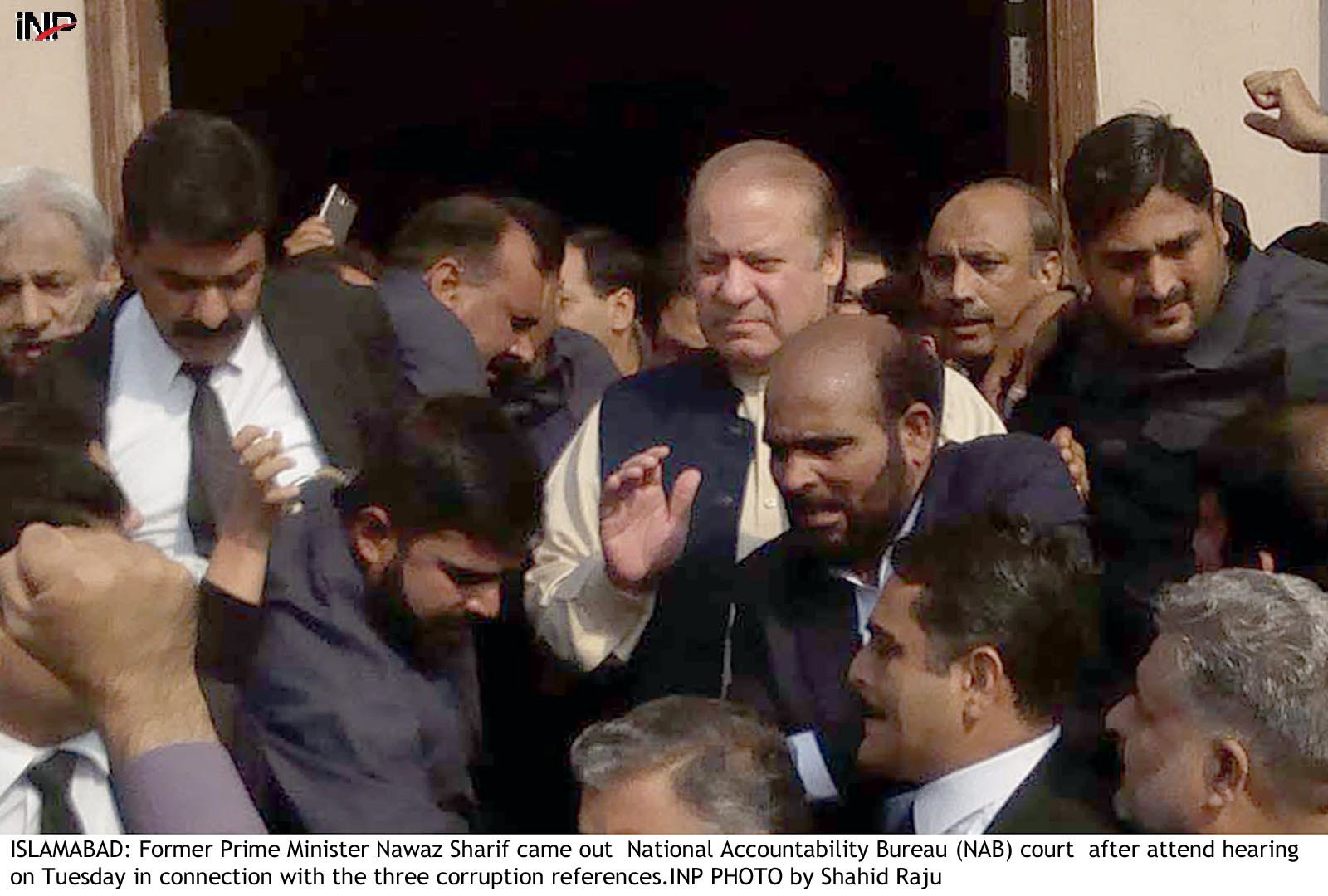 Nawaz accuses courts of 'double standard' as corruption trial begins