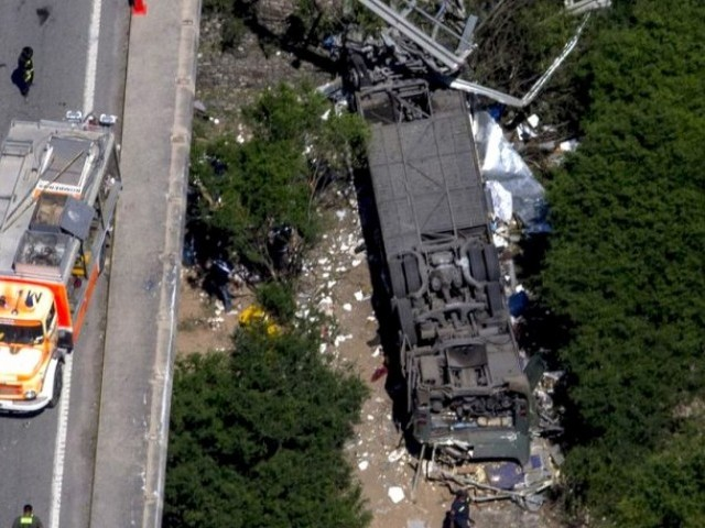 Bus crash, PHOTO:REUTERS