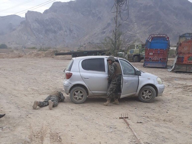 Fc Defuses Magnetic Bomb Attached To Journalist S Car In Khyber
