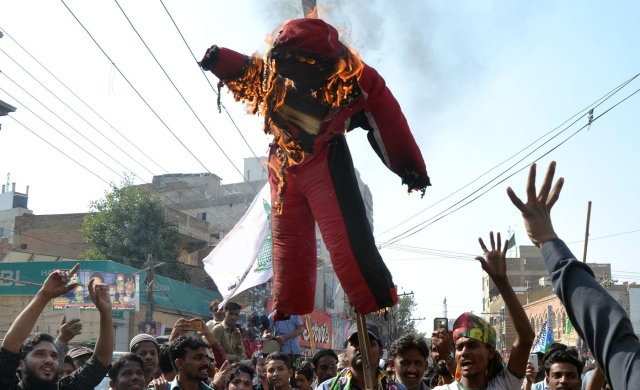 Protesters at Hyderabad's Haider Chowk burned an effigy of former prime minister Nawaz Sharif. PHOTO: ONLINE