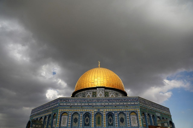 clouds-gather-over-the-dome-of-the-rock-located-on-the-compound-known-to-muslims-as-noble-sanctuary-and-jews-as-temple-mount-in-jerusalems-old-city