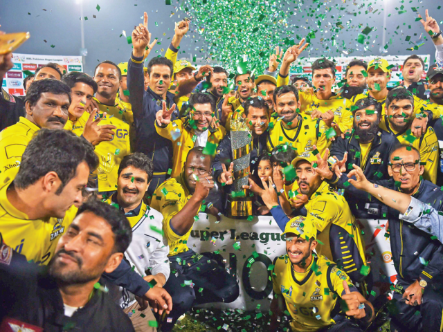 Jubilant Peshawar Zalmi players pose with PSL trophy in Lahore. PHOTO: AFP