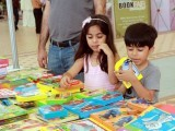 3-visitors-buy-books-dha-book-fair-may-13-2017-athar-khan-2