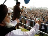 khadim-hussain-rizvi-leader-of-the-tehreek-e-labaik-pakistan-far-right-islamist-political-party-leads-members-in-shouting-slogans-during-a-sit-in-in-rawalpindi-2-2-2-3