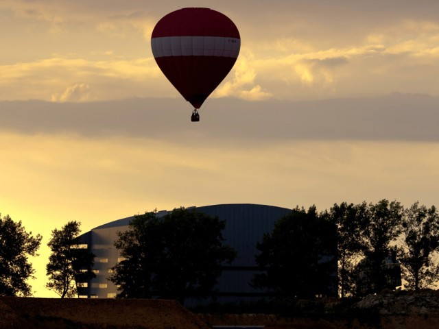 Hot air balloon carrying tourists crashes near Luxor in Egypt