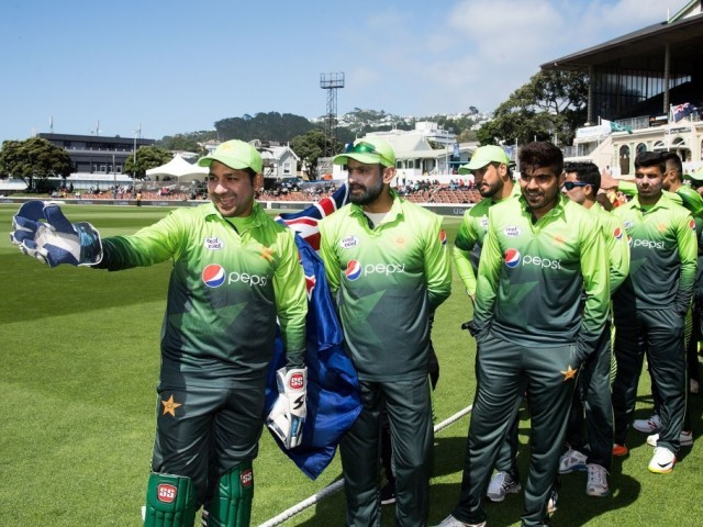 Pakistan routs NZ's lower order