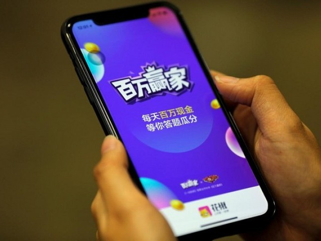 """Baiwan Yingjia"", or ""Millions Winner"", an online quiz game by live streaming app Huajiao, is seen on a mobile phone in this illustration picture taken January 22, 2018. PHOTO: REUTERS"
