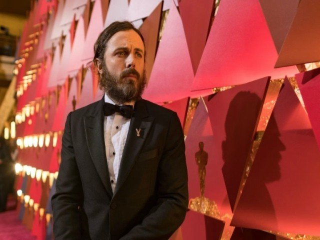 Casey Affleck withdraws from presenting best actress Oscar