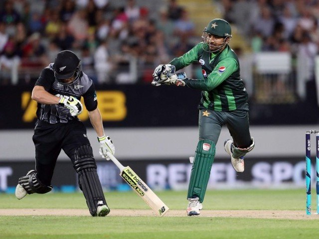 New Zealand get first wicket against Pakistan
