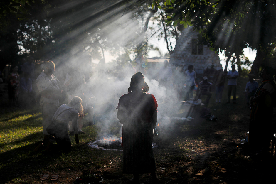 People participate in a traditional ceremony to commemorate the victims of the 1932 Salvadoran peasant massacre in Izalco, El Salvador. PHOTO: REUTERS