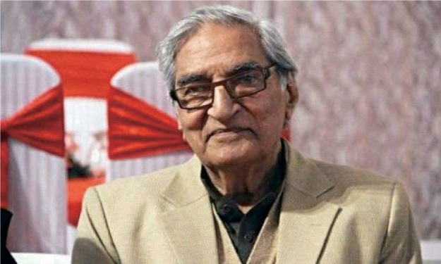 Renowned columnist Munnu Bhai passes away in Lahore