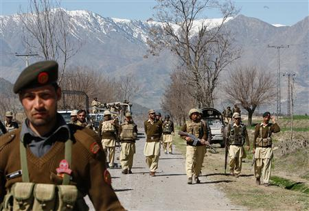 Pakistani army troops patrol in Inayat Kalay in the Bajaur tribal region on the Afghan border February 28, 2009. PHOTO: REUTERS