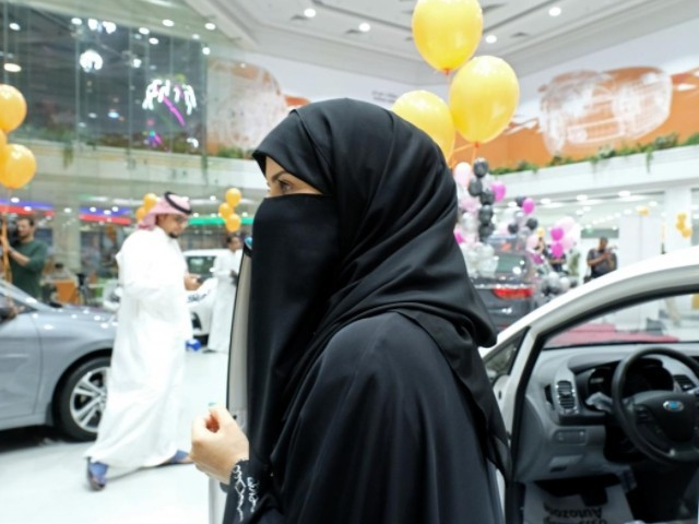 Saudi Scholar says Women Don't Necessarily Have to Wear Abayas