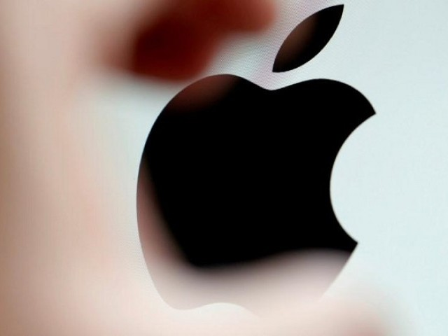 The Apple logo is seen on a computer screen in an illustration photo taken in Bordeaux, France, February 1, 2017. PHOTO: REUTERS