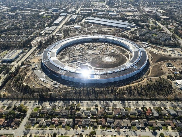 Apple's genius employees keep running into glass walls