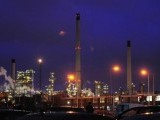 lights-shine-within-the-total-lindsey-refinery-near-grimsby-northern-england-2