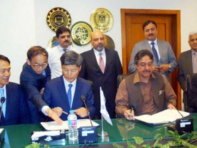 Pakistan and Korea sign MoU PHOTO: TWITTER/@pid_gov