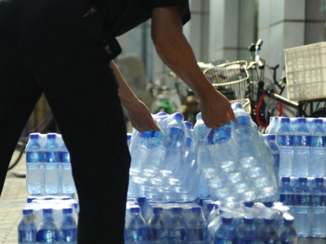 Plastic particles contaminate top bottle water brands