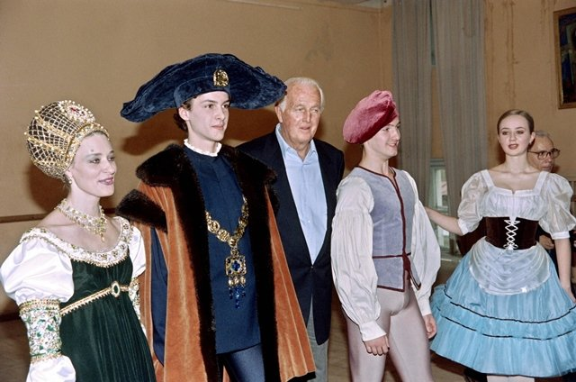 French fashion icon Hubert de Givenchy dies at 91