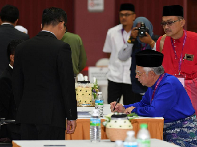 Accusations fly as Malaysian poll campaign begins