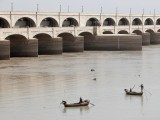 fishermen-row-their-boats-as-they-catch-fish-on-the-river-indus-at-sukkur-barrage-in-sukkur-2-2