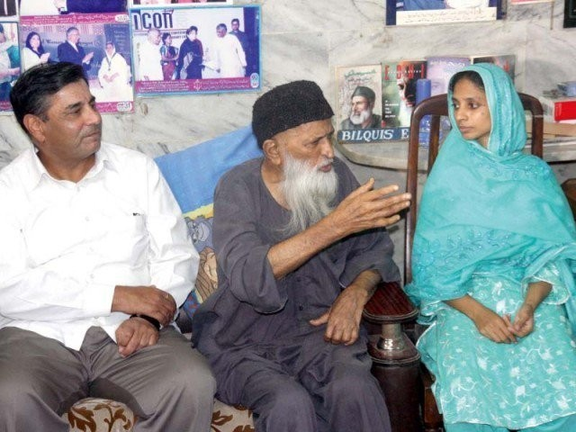 Geeta along with Late Abdul Sattar Edhi and Indian envoy. PHOTO: EXPRESS/FILE