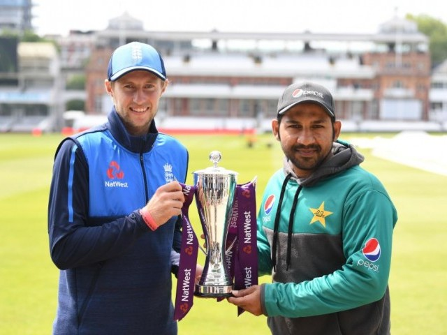 England wins toss, bats 1st against Pakistan in 1st test